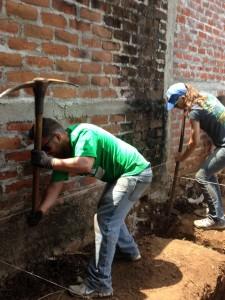 El Salvador_digging foundation